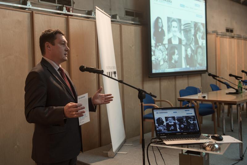Dyrektor IMiT, Andrzej Kosowski, prezentuje portal zamowieniakompozytorskie.pl, źródło: imit.org.pl