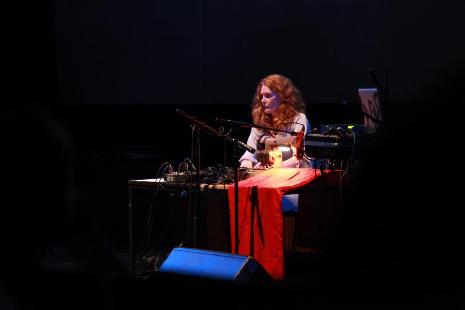 Juliana Hodkinson wykonuje Allerleirauh podczas Interfilm Festival. Zdjęcie: Brindusa Ioana Nastasa